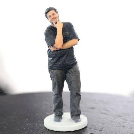 Statuette sur socle d'une personne imprimée en 3D - Digitage