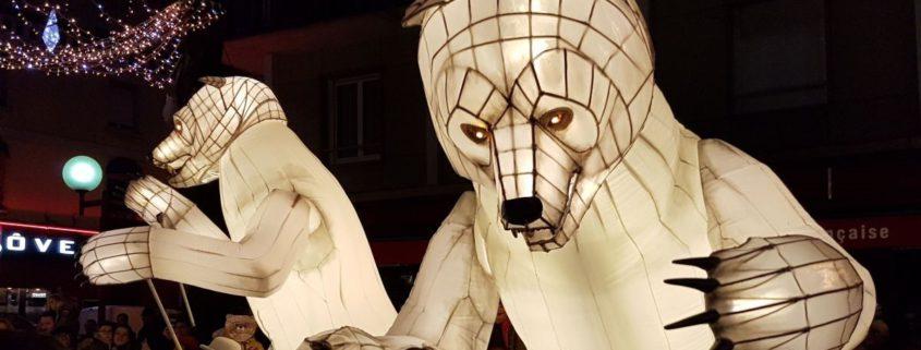 des ours géants ont été créés en numérisant une sculpure d'oriane poncet grace au scan 3D pour la compagnie gueule d'ours.